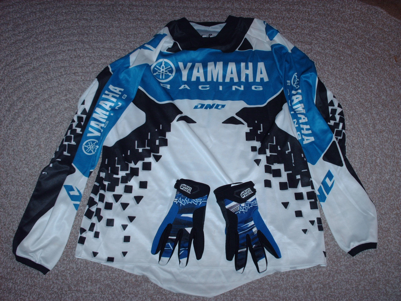 yamaha jersey. yamaha jersey and gloves 001.